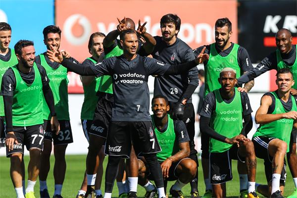 Beşiktaş, Süper Lig'in 9. haftasında 23 Ekim Pazartesi günü Medipol Başakşehir ile yapacağı karşılaşmanın hazırlıklarını, bir günlük iznin ardından sürdürdü.
