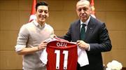 """Mesut Özil: """"Yine olsa yine o fotoğrafı çektirirdim"""""""