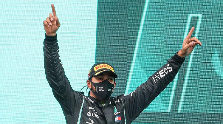 Formula 1 DHL Türkiye Grand Prix'sinde birinci olan Mercedes pilotu Lewis Hamilton, bitime 3 etap kala kariyerinin 7. şampiyonluğunu ilan etti.