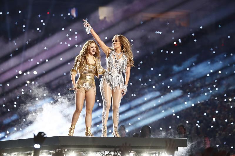 Shakira ve Jennifer Lopez'den Super Bowl'da muhteşem şov