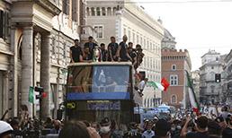 İtalya'dan şampiyonluk turu